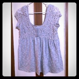 Gray flowy short sleeved shirt w/lace top